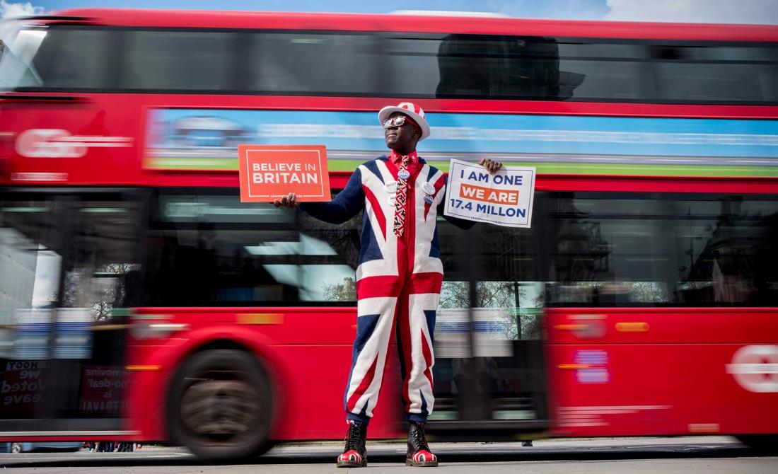 Abril de 2019. Partidario del Brexit se viste con los colores de la bandera británica.