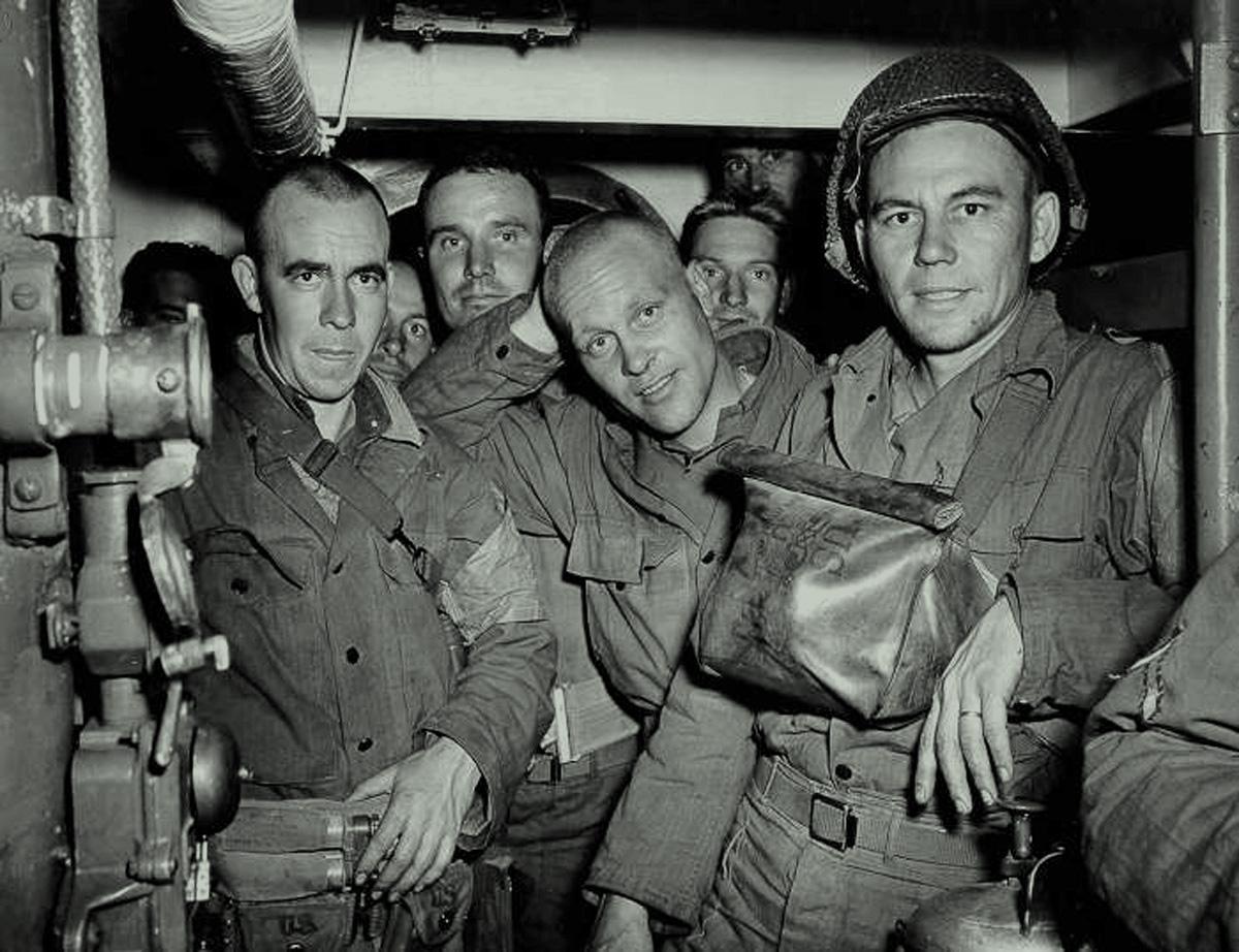 Soldados estadounidenses a bordo de una embarcación