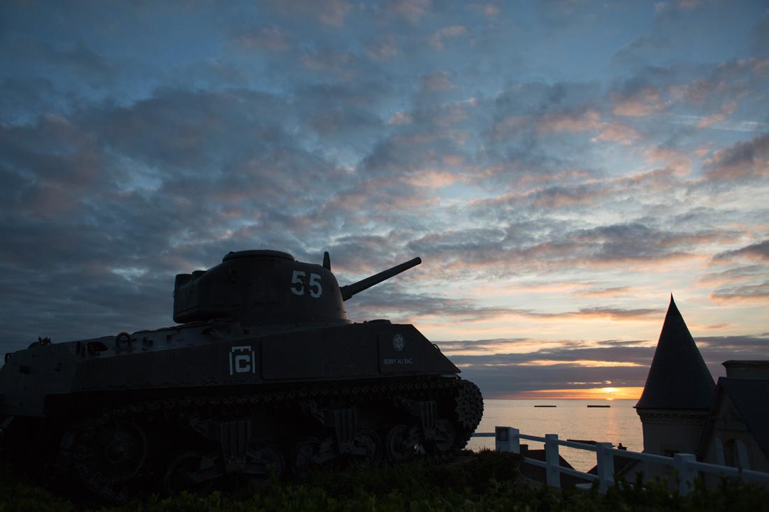 Tanque Sherman sobre la bahía de Arromanches