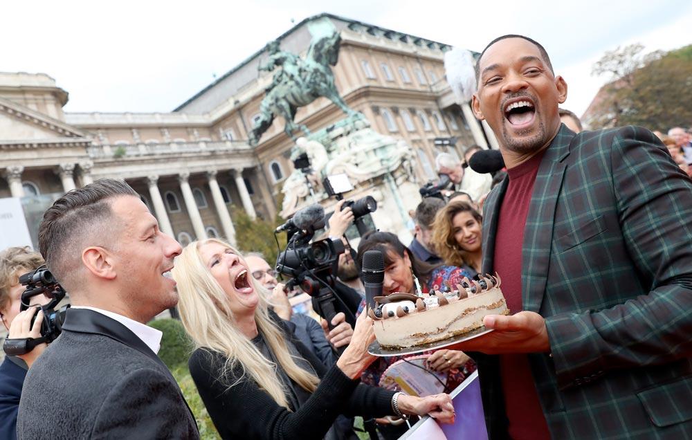 El actor recibe una tarta