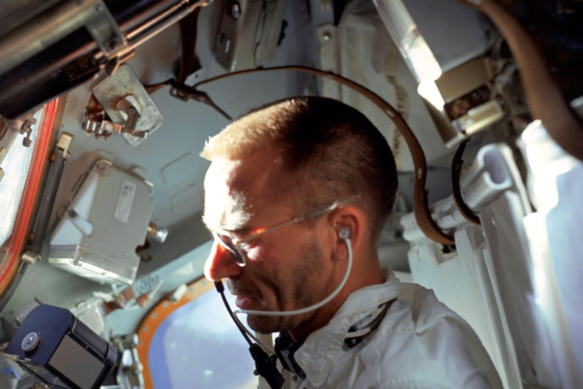 El astronauta Cunningham en el módulo lunar