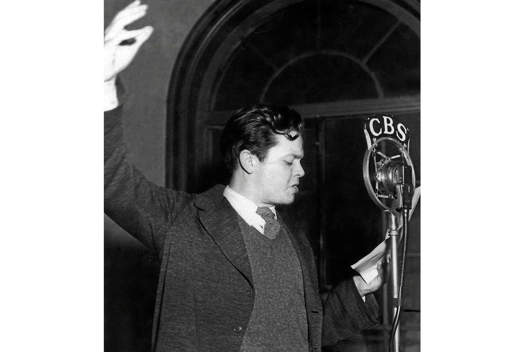Orson Welles durante el programa radiofónico