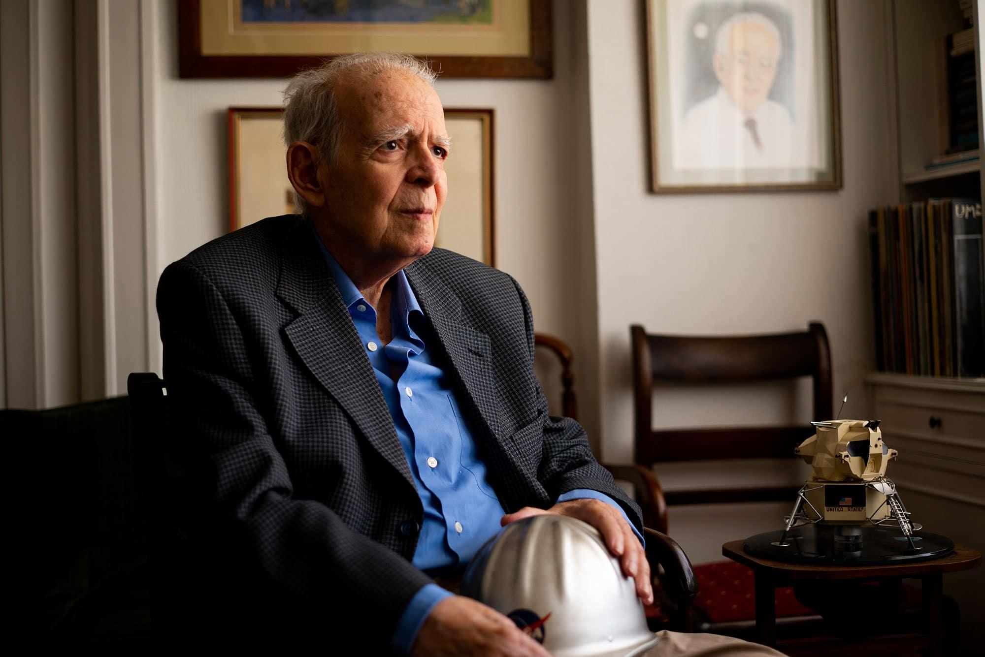 Luis Ruiz de Gopegui, físico y responsable de las operaciones de la NASA en España