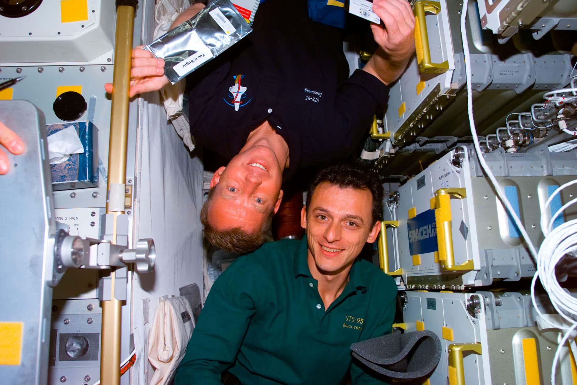 Pedro Duque junto al astronauta Steven W. Lindsey.