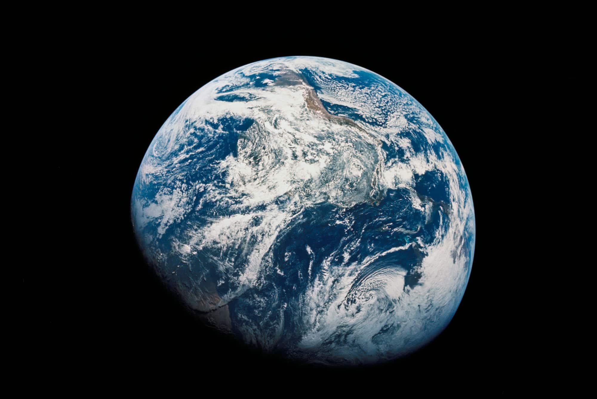 Primeras imágenes en color de la Tierra vista desde el exterior